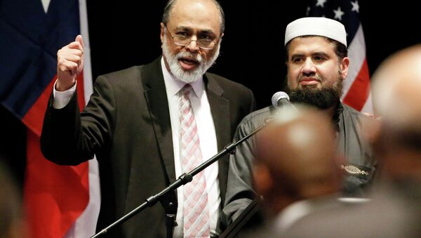 Imam Abdul Malik Mujahid, left, and Iman Zia Sheikh, right, address attendees of a muslim conference at the Curtis Culwell Center, Saturday, Jan. 17, 2015, in Garland, Texas. - Sputnik International