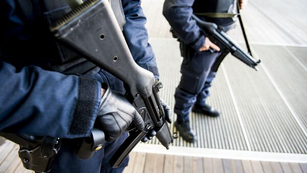 Policemen patrol near the courthouse on Bolivar Square in Antwerp - Sputnik International
