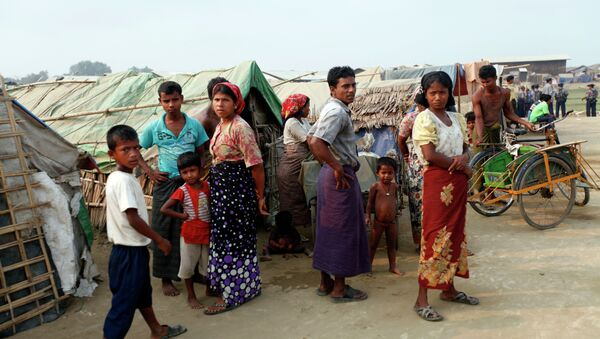 """Myanmar Muslims, who identify themselves as long-persecuted """"Rohingya"""" Muslims stand outside their tents at Da Paing camp for Muslim refugees in north of Sittwe, Rakhine State, western Myanmar - Sputnik International"""