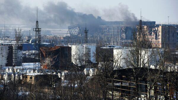 Smoke rises over the new terminal of Donetsk airport in Donetsk, Eastern Ukraine. - Sputnik International