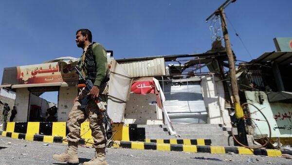 Houthi fighter - Sputnik International
