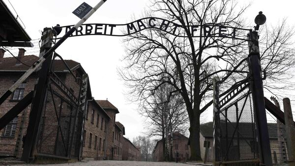 The sign Arbeit macht frei (Work makes you free) is pictured at the main gate of the former German Nazi concentration and extermination camp Auschwitz in Oswiecim - Sputnik International