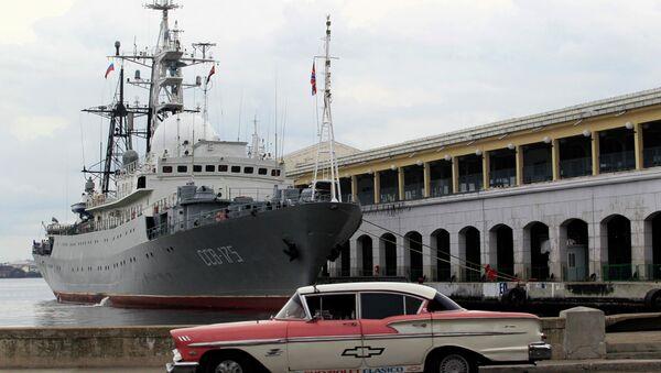 A Russian ship Viktor Leonov SSV-175, is seen docked at the port in Havana - Sputnik International