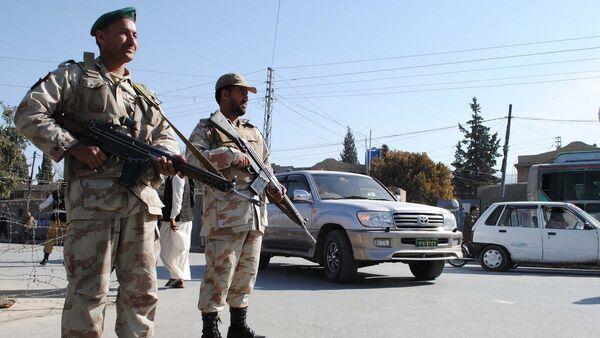 Security members stand guard on the road , Pakistan - Sputnik International
