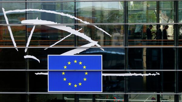 People are pictured through a window at the European Parliament in Brussels October 1, 2014 - Sputnik International