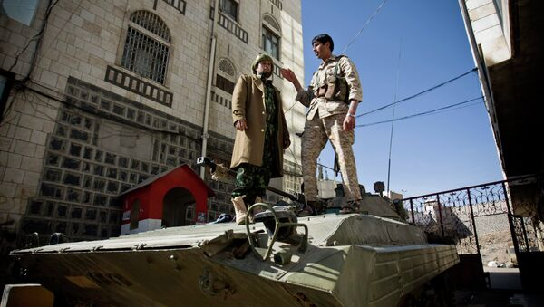 Houthi Shiite Yemeni wearing army uniforms stand atop an armored vehicle, which was seized from the army during recent clashes, outside the house of Yemen's President Abed Rabbo Mansour Hadi in Sanaa, Yemen, Thursday, Jan. 22, 2015 - Sputnik International