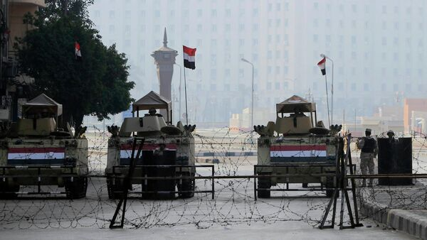 Armoured vehicles and barbed wire block an entrance to Tahrir Square during the 4th anniversary of the January 2011 uprising, in Cairo January 25, 2015 - Sputnik International