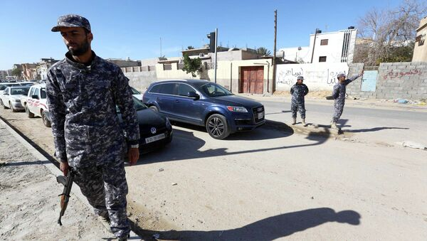 Libyan police officers set up checkpoints in the Libyan capital Tripoli on January 25, 2015 as clashes continue in the west and east of the country - Sputnik International