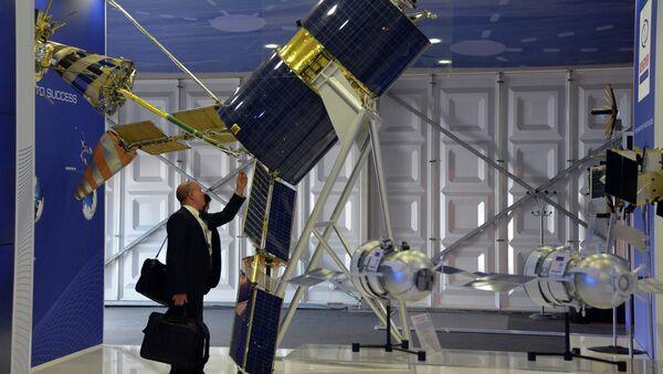 A Gonets-M satellite showcased at the Reshetnev Information Satellite Systems company's stand at the Farnborough International Airshow 2014 - Sputnik International
