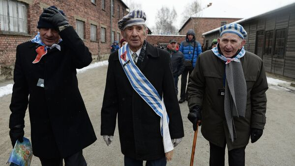Former inmates of the Auschwitz-Birkenau concentration camp, during a memorial event marking the 70th anniversary of the camp's liberation, in Oswiecim - Sputnik International