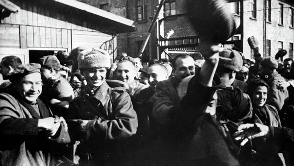 Second World War of 1939-1945. Prisoner's of Oswiecim at first minutes after they were released by Soviet soldiers. January of 1945. (File) - Sputnik International