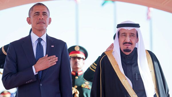 US President Barack Obama stands with Saudi Arabia's King Salman (R) after arriving in Riyadh January 27, 2015. - Sputnik International