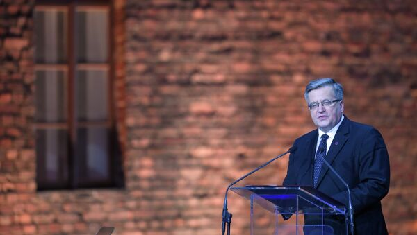 Poland's President Bronislaw Komorowski delivers a speech at a tent erected in front of the entrance of the former Nazi concentration camp Auschwitz-Birkenau during the main ceremony to mark the 70th anniversary of the liberation of the death camp on January 27, 2015 in Oswiecim, Poland. - Sputnik International