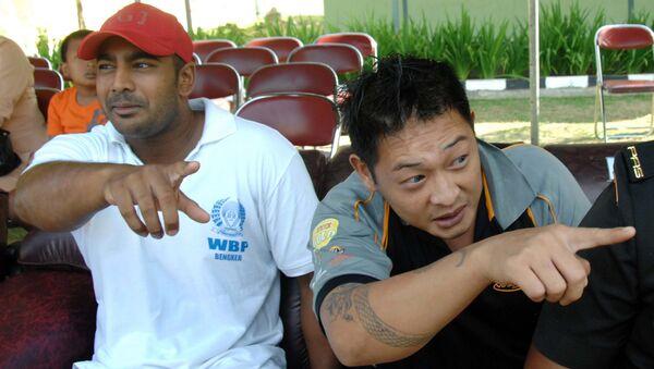 Convicted Australian drug smugglers Myuran Sukumaran (L) and Andrew Chan sit inside Kerobokan prison in Denpasar, Bali. (File) - Sputnik International