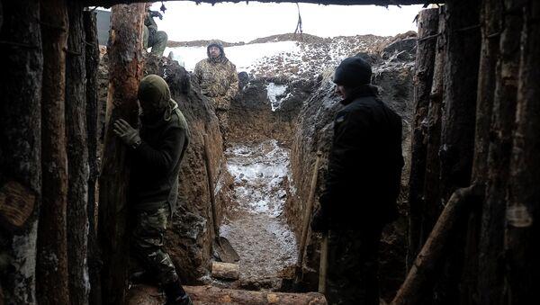 Ukrainian servicemen construct a blindage at their position near Lysychansk, in Luhansk region - Sputnik International