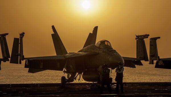 A U.S. Navy F/A-18E Super Hornet, Oct. 16, 2014 - Sputnik International
