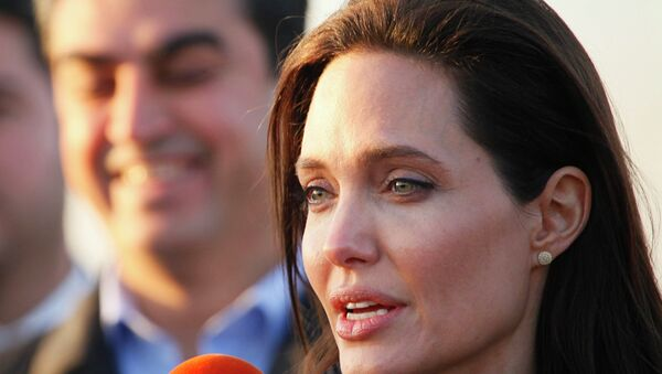 Actress and special envoy of the U.N. High Commissioner for Refugees (UNHCR) Angelina Jolie speaks to the media as she visits a Kurdish refugee camp in Dohuk, northern Iraq January 25, 2015 - Sputnik International