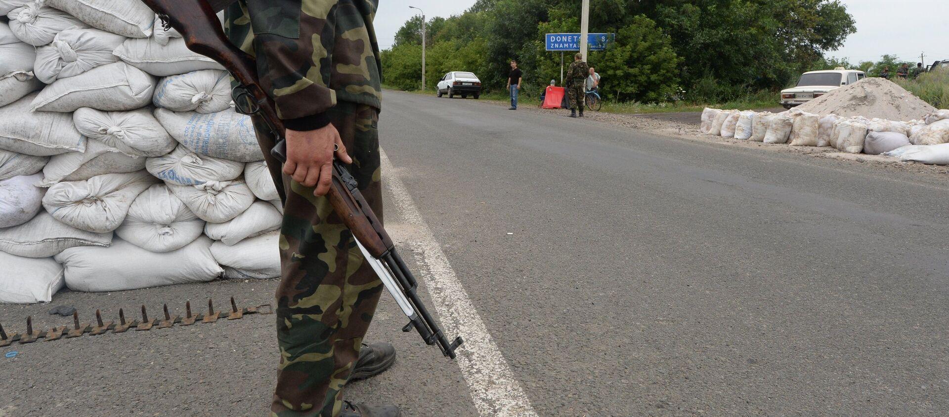 Militia checkpoint in Debaltseve, Donetsk Region - Sputnik International, 1920, 11.04.2021