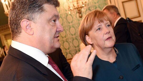 Petro Poroshenko and Angela Merkel - Sputnik International
