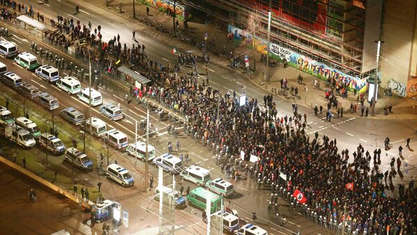 Protestors against LEGIDA, the Leipzig arm of the anti-immigration movement affliated with Patriotic Europeans Against the Islamisation of the West (PEGIDA) march, during a demonstration against Islamisation in Leipzig January 30, 2015 - Sputnik International