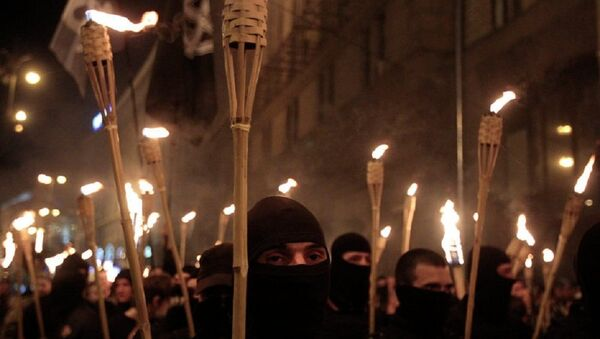 With their faces covered and carrying burning torches, Ukrainian nationalists attempt to march to Kiev's Independence Square to honor the so called Heavenly Hundred - Sputnik International