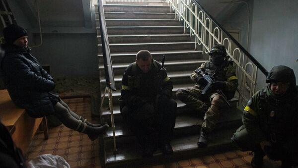 Members of the Ukrainian armed forces gather inside a school building in Debaltseve - Sputnik International