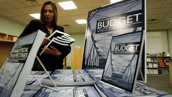Copies of President Barack Obama's proposed 2016 budget are displayed for sale at the Government Printing Office in Washington February 2, 2015 - Sputnik International