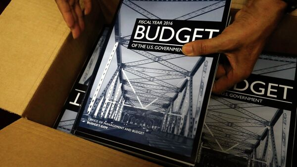 Copies of President Barack Obama's proposed 2016 budget are unboxed for sale at the Government Printing Office in Washington February 2, 2015 - Sputnik International