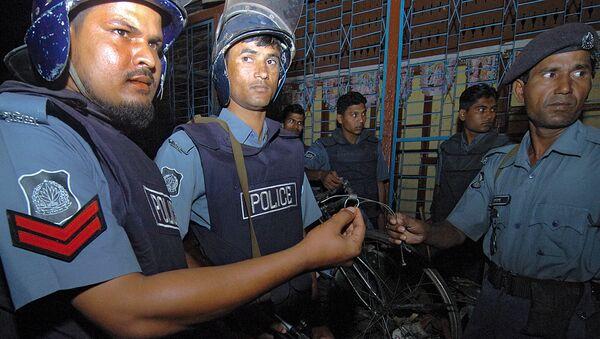 Bangladeshi policemen - Sputnik International