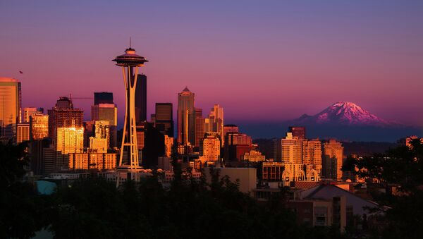 American Green has introduced a vending machine that dispenses pot rose buds to medical marijuana customers in Seattle. - Sputnik International