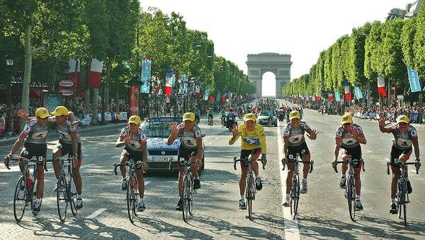 Lance Armstrong with US Teammates at Tour de France 2003 - Sputnik International