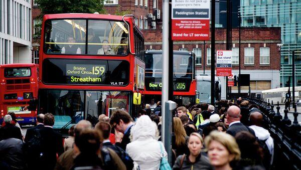 Crowded bus stand in London - Sputnik International