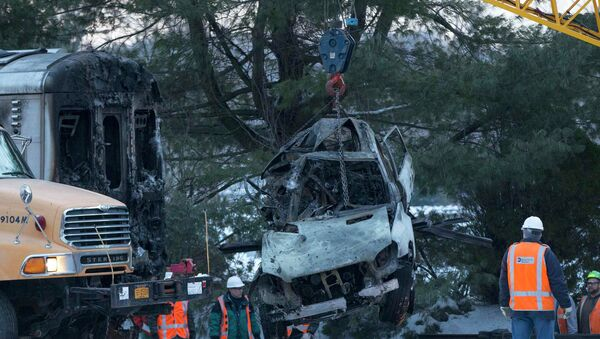 The vehicle that was struck by a commuter train is lifted from the tracks in Mount Pleasant, near Valhalla, New York - Sputnik International