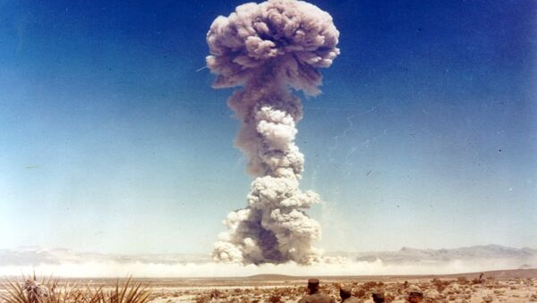 Military personnel observe a nuclear weapons test in Nevada, the United States, in 1951 - Sputnik International