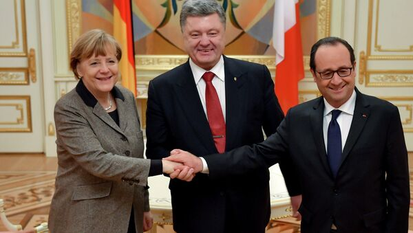 Petro Poroshenko, Francois Hollande and Angela Merkel held a phone conversation ahead of a ceasefire in southeastern Ukraine and stressed that all parties involved in the Ukrainian conflict should observe the obligations they accepted during peace talks in Minsk earlier this week. - Sputnik International