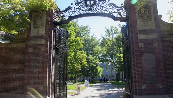 Johnston Gate: the first gate of Harvard Yard and the official entrance to the University. - Sputnik International