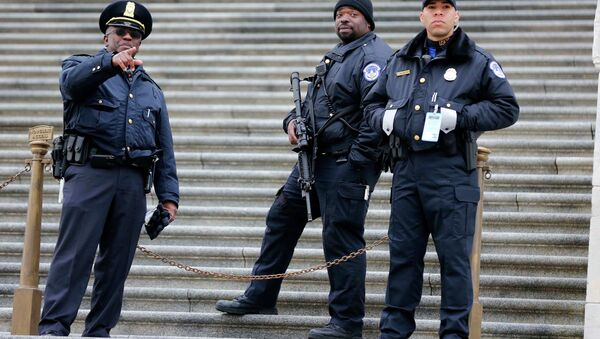 U.S. Capitol Hill Police officers stand guard on the East side of the U.S. Capitol before U.S. President Barack Obama makes his sixth State of the Union address inside the House Chambers on Capitol Hill in Washington, January 20, 2015 - Sputnik International