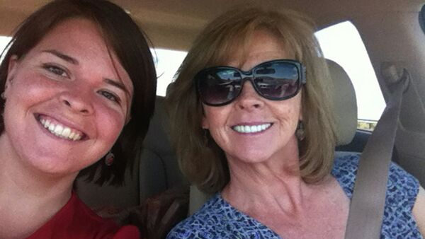 Kayla Mueller (L), 26, an American humanitarian worker from Prescott, Arizona is pictured with her mother Marsha Mueller in this undated handout photo obtained by Reuters February 6, 2015 - Sputnik International
