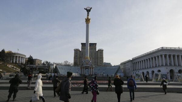 Ukrainians walking past candles in the shape of the national emblem of Ukraine on Independence Square in Kiev, Ukraine - Sputnik International