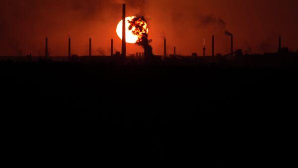 The sun sets over a chemical factory near the city of Donetsk - Sputnik International