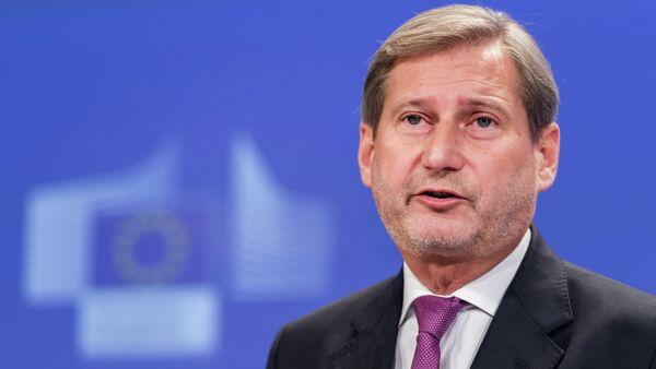 EU Commissioner for European Neighbourhood Policy & Enlargement Negotiations Johannes Hahn addresses the media on a recent visit to Ukraine, at the European Commission headquarters in Brussels, Monday, Dec. 1, 2014 - Sputnik International