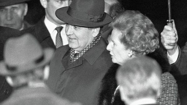 The Soviet leader Mikhail Gorbachev (center) meeting with UK Prime Minister Margaret Thatcher during his official visit to the United Kingdom in 1989. - Sputnik International