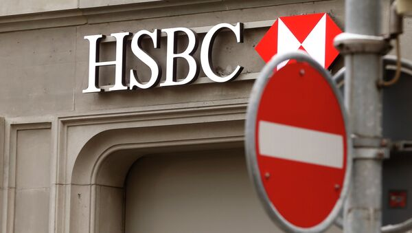 A traffic sign is seen in front of a branch office of HSBC bank at the Paradeplatz in Zurich February 9, 2015 - Sputnik International