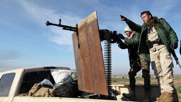 Kurdish Peshmerga fighters keep watch during the battle with Islamic State militants on the outskirts of Mosul January 21, 2015 - Sputnik International