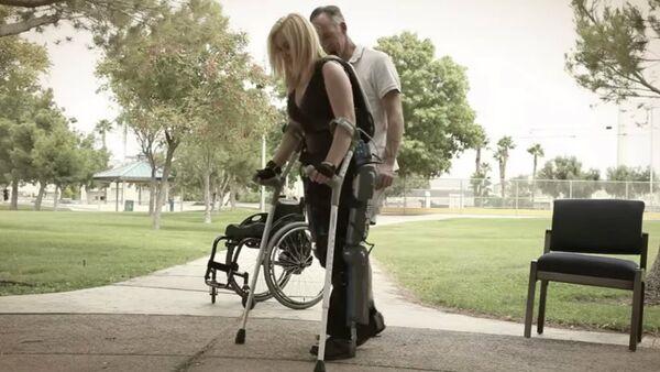 The exoskeleton, the Rewalk, is used to allow the paralyzed to walk - Sputnik International