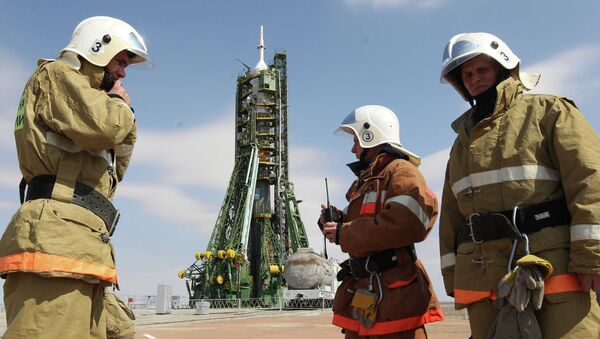 Russian Emergency Situations Ministry staff provide security on the launch pad before launch of the Soyuz TMA-21 Gagarin at the Baikonur Cosmodrome - Sputnik International