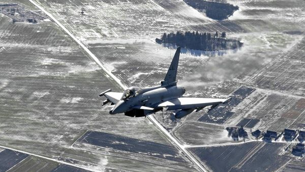 An Italian Air Force Eurofighter Typhoon fighter patrols over the Baltics during a NATO air policing mission from Zokniai air base near Siauliai February 10, 2015. - Sputnik International