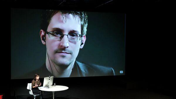 Snowden: NSA Surveillance About Control, Fight Against It About Democracy - Sputnik International