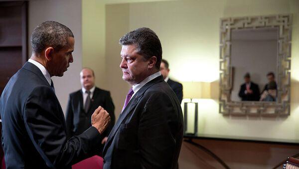 President Barack Obama talks with Ukrainian President  Petro Poroshenko - Sputnik International