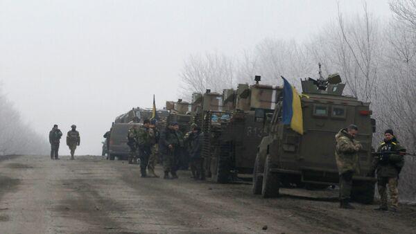 Ukrainian military convoy stop on the road between the towns of Debaltseve and Artemivsk, Ukraine, Saturday, Feb. 14, 2015 - Sputnik International